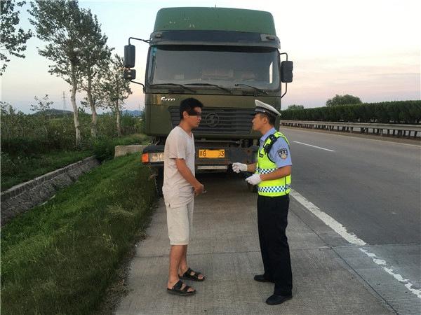 一男子购买报废车被烟台交警现场查获