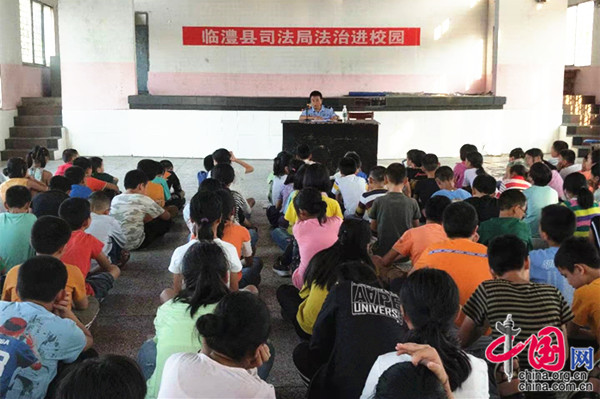 临澧县开展送法进校园活动 为少年保驾护航