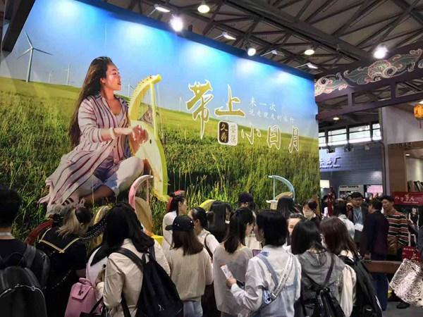 鲁璐携久鼎箜篌出席上海国博会