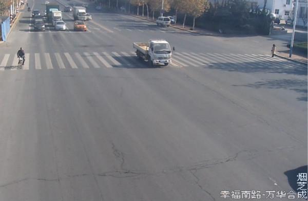 小货车违法变道 酿事故负全责